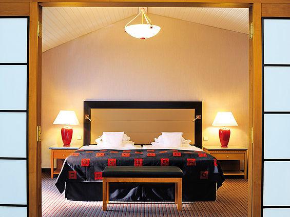 Beispiel: Suite Schlafraum, Foto: Travel Charme Ostseehotel Kühlungsborn.