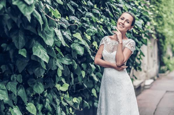 Robe de mariée dentelle de calais-caudry, manches courtes | Collection 2017 | Veronika Jeanvie