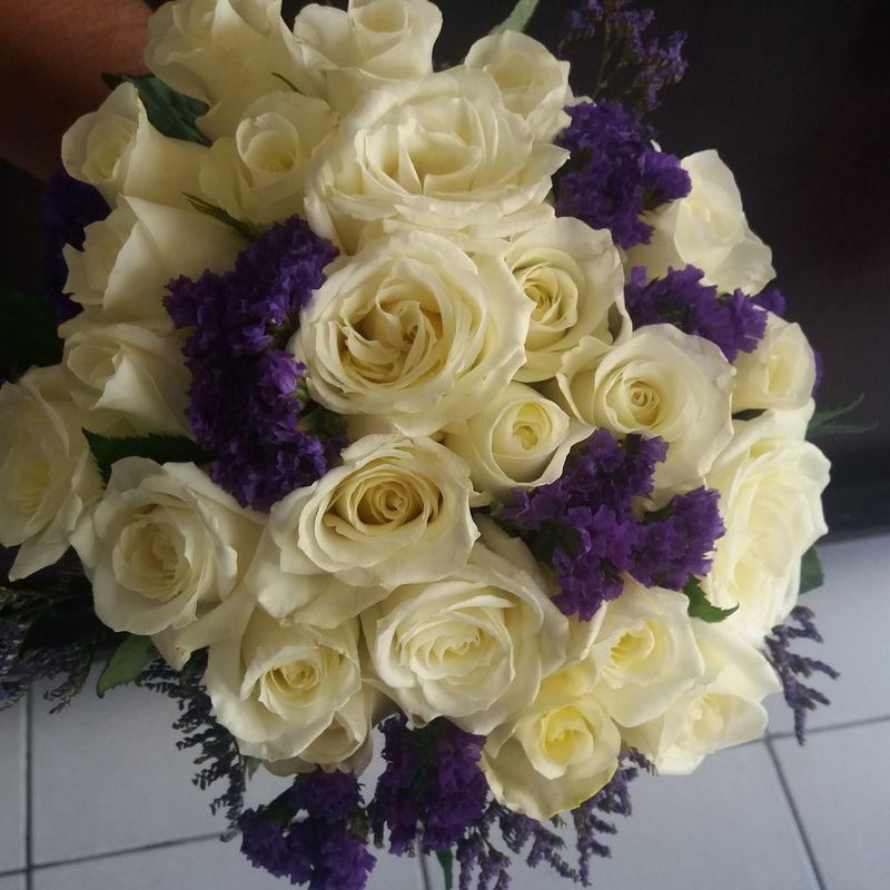 Ramo de novia con  rosas y statis