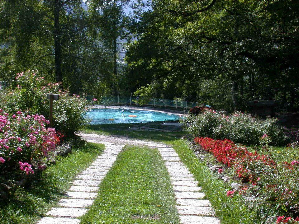 Castel Ivano, il parco con piscina