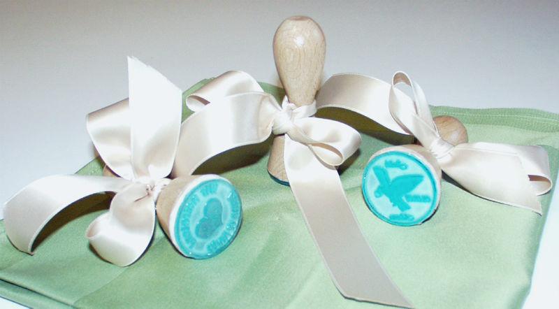 Beispiel: Gastgeschenk Hochzeitsstempel, Foto: Druckerei Leue.