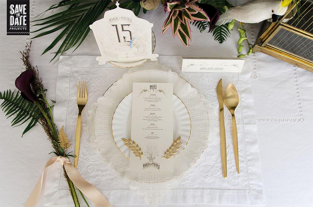Menú de boda y números de mesa de la papelería de boda personalizada estilo vintage y con dibujos en acuarela. Del save the date a la web de boda, todo con el mismo estilo y temática.