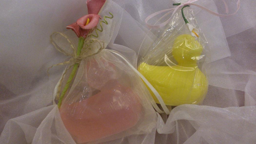 Saquito de organza con jabón personalizado. Se puede elegir el color y el aroma del modelo.