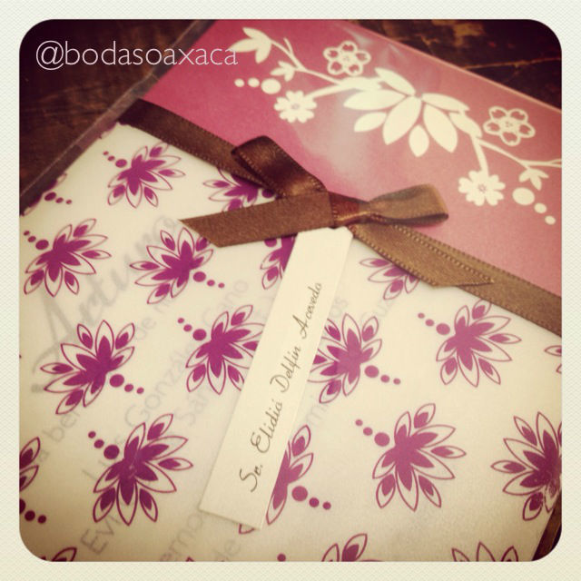 Diseño de invitación en tonos rosas. Bodas Oaxaca.