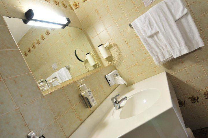 Beispiel: Badezimmer Foto: AKZENT Hotel Brüggener Klimp.