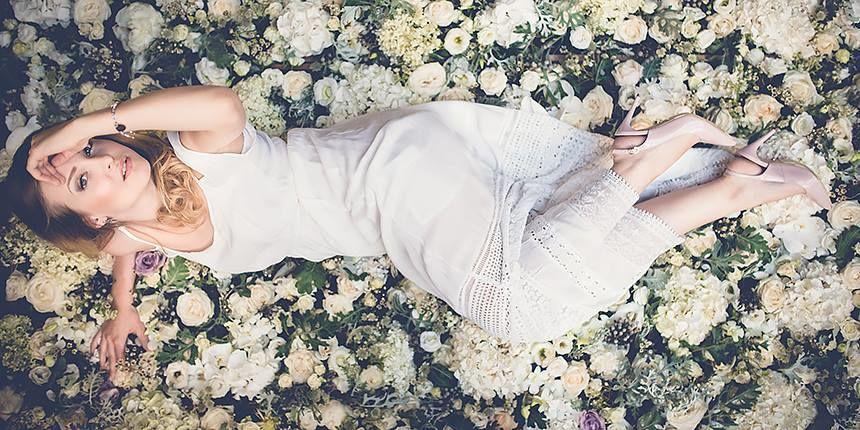 Ścianka z żywych kwiatów.  produkcja abcslubu.pl Fot. Namek Photo Factory