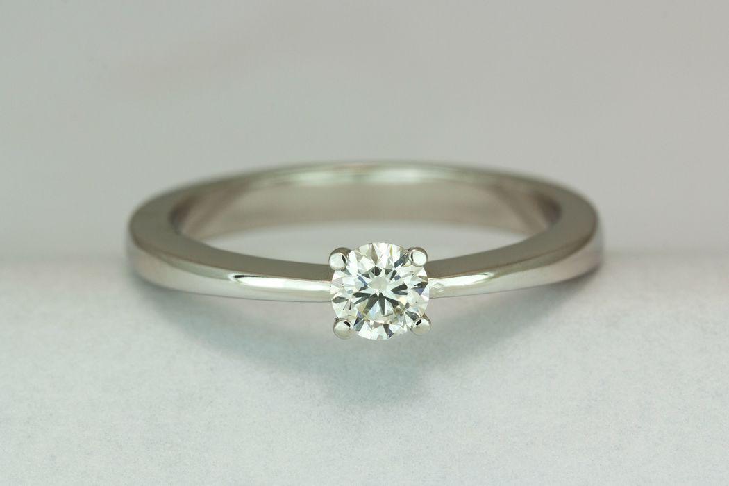 Colección Cecilia. Un clásico atemporal donde el diamante se aprecia en todo su esplendor. Solitarios.