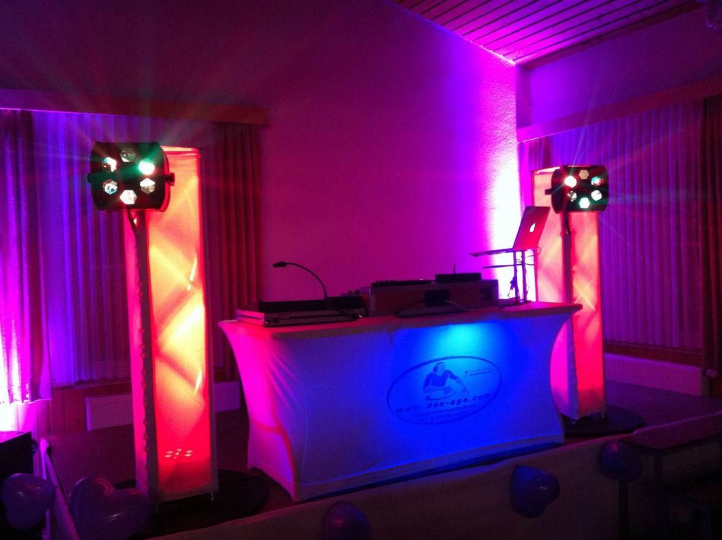 Hochzeitsparty in weiß - neu im Sortiment. Traversenhussen und Stretch-DJ-Pult deluxe!