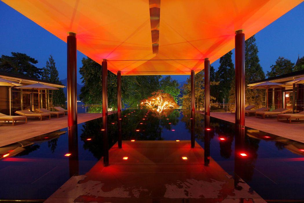 Geheizter und überdachter Infinity-Pool, Foto: Park Weggis.