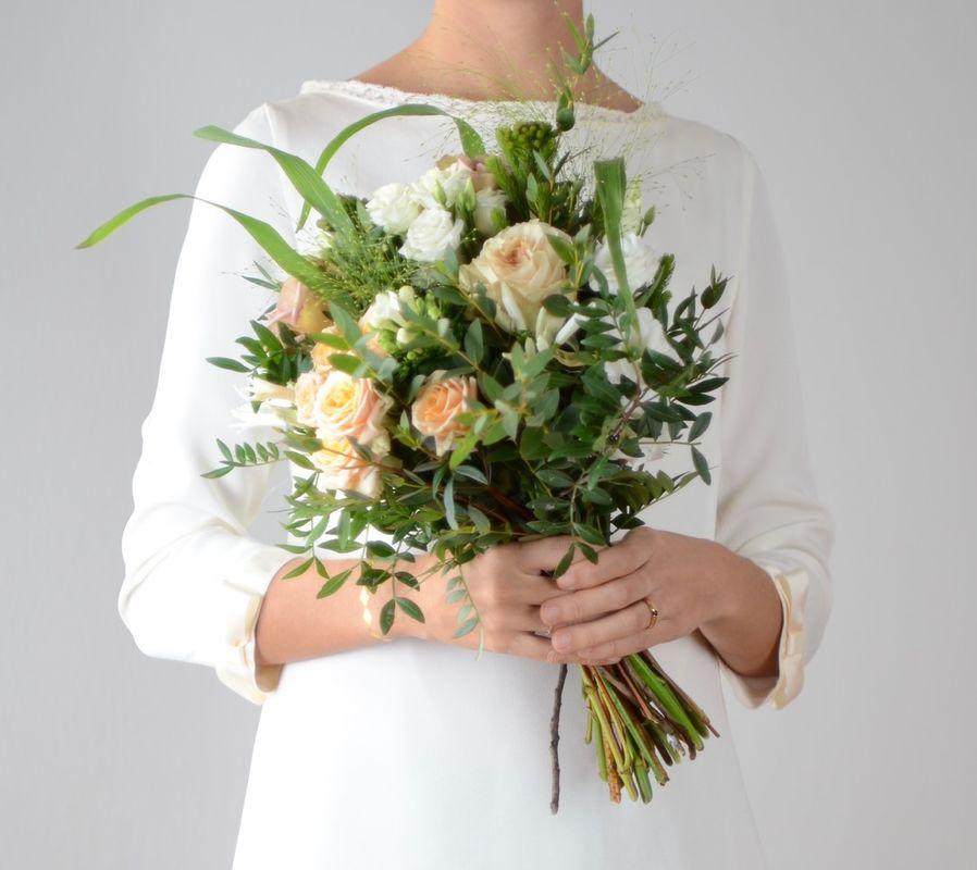 Bouquet de mariée de couleurs pales