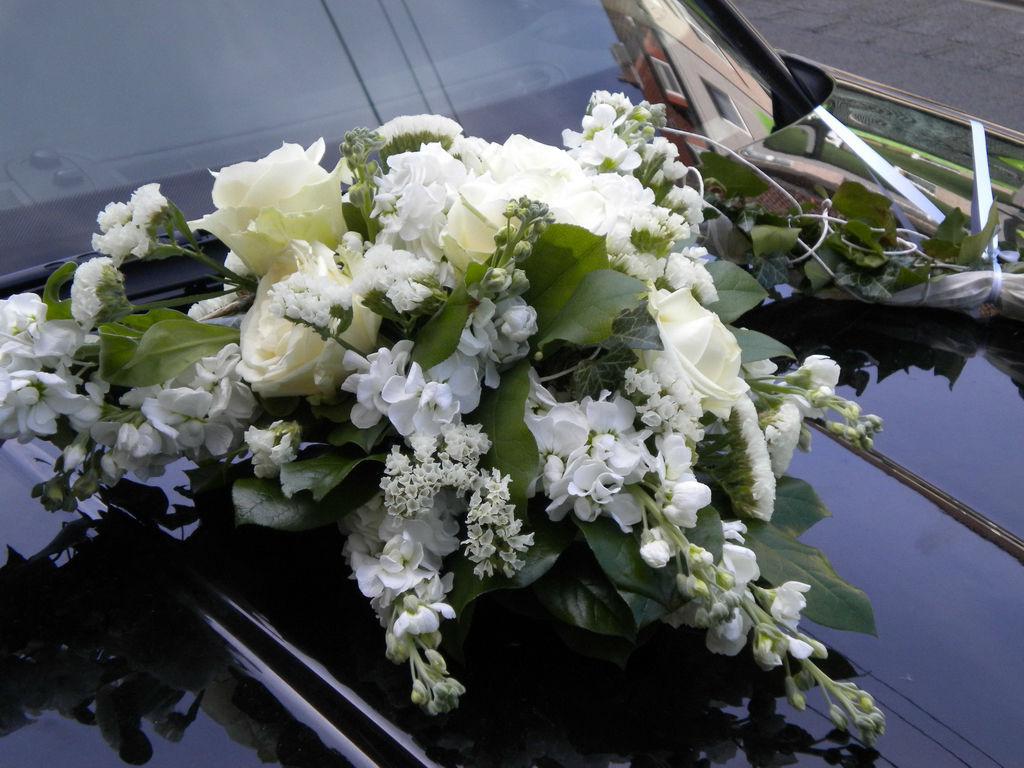 Beispiel: Das Gesteck für das Auto, Foto: Wilheine Blumenbindekunst.