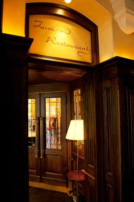Beispiel: Eingang Restaurant, Foto: Hotel Zumnorde.