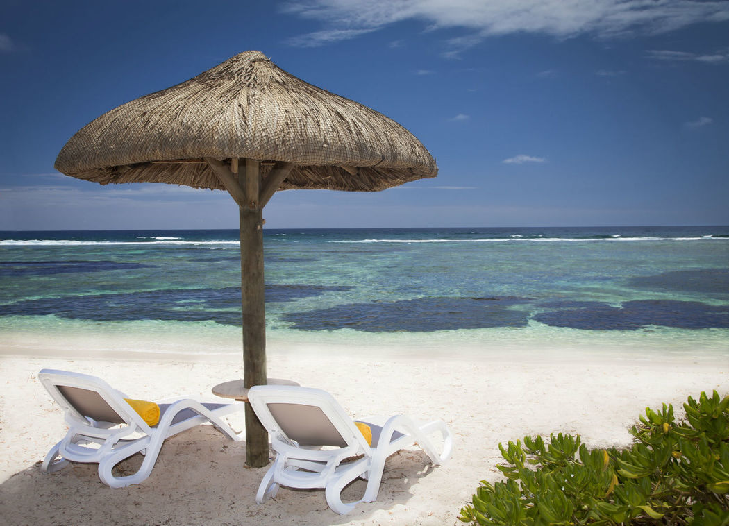 Oder lieber doch Mauritius? schnorcheln und Sonnenbaden am Strand des Centara Posté Lafayette Resort & Spa Mauritius, Foto: Centara Hotels and Resorts.
