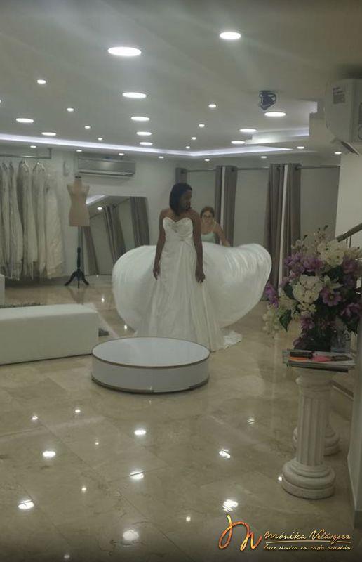 Monika Velásquez - Alquiler de Vestidos