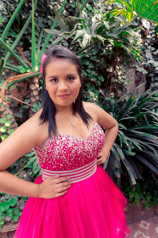 Alekssandra Gómez| Maquillaje de quinceañera natural y sutil
