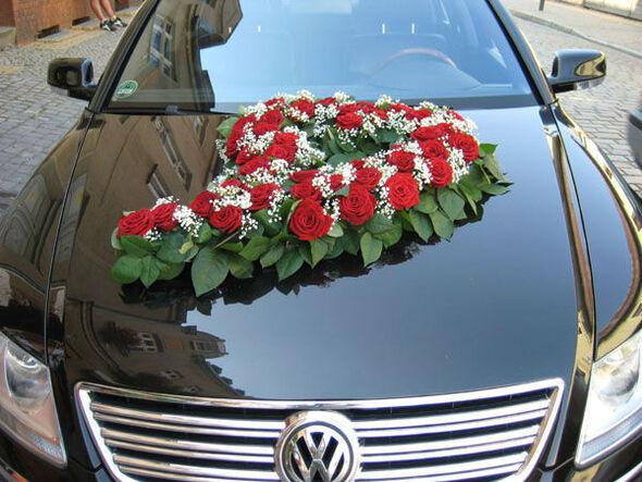 Beispiel: Blumen für das Hochzeitsauto, Foto: Blumen-Heidi - Die Floristen-Werkstatt.