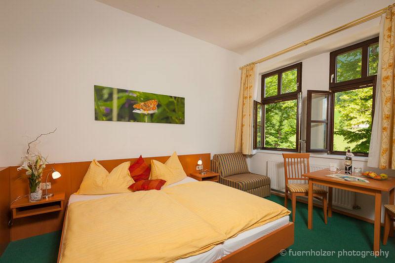 Beispiel: Hotelzimmer, Foto: Naturhotel Schloss Kassegg.