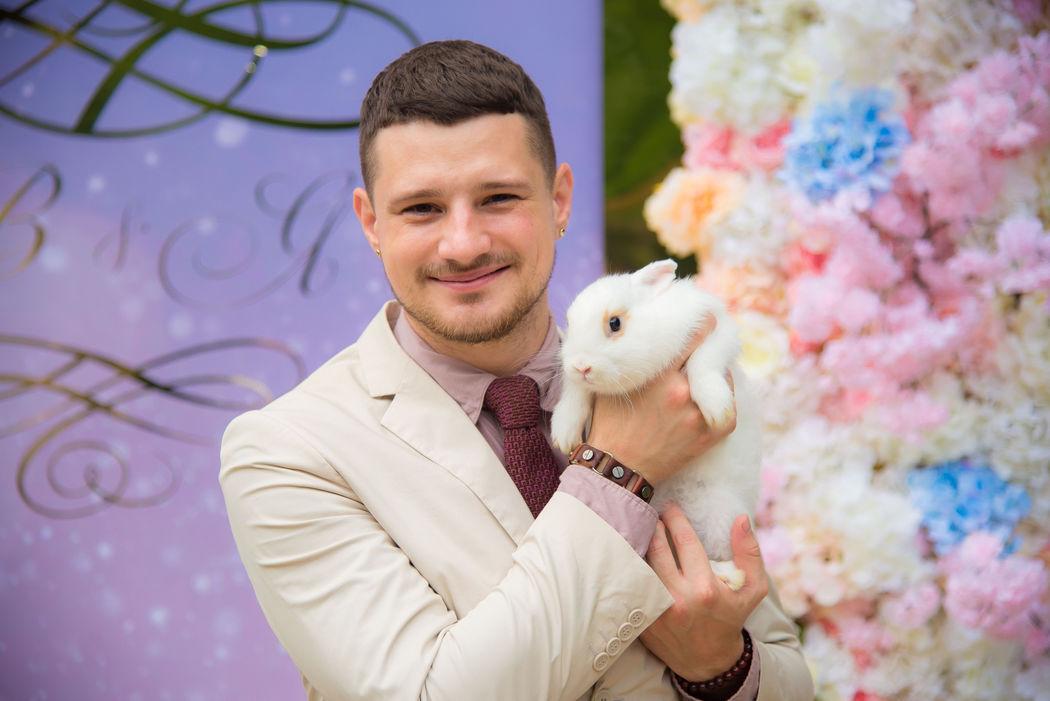 Ведущий Алексей Кузнецов