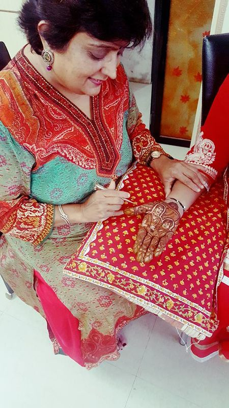 Veena Nagda Mehndi Artist