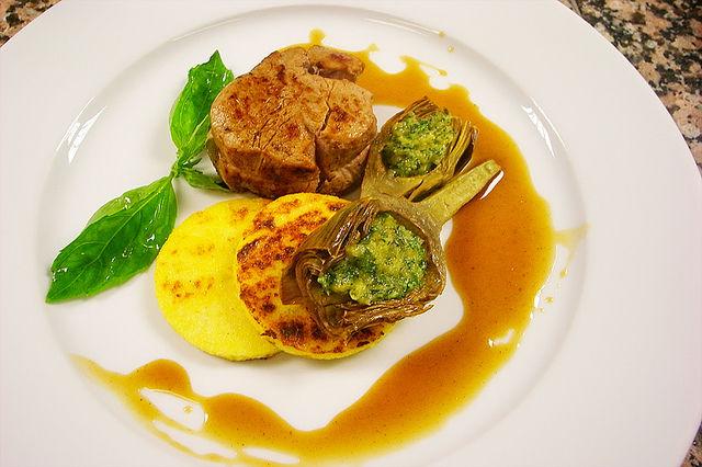 Filet mignon de veau, jus maison, polenta aux morilles  et artichauts