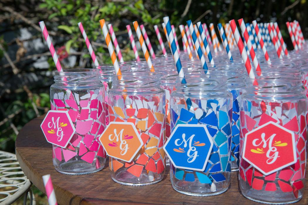 Para o welcome drinks: compotas personalizadas com a identidade visual do casamento