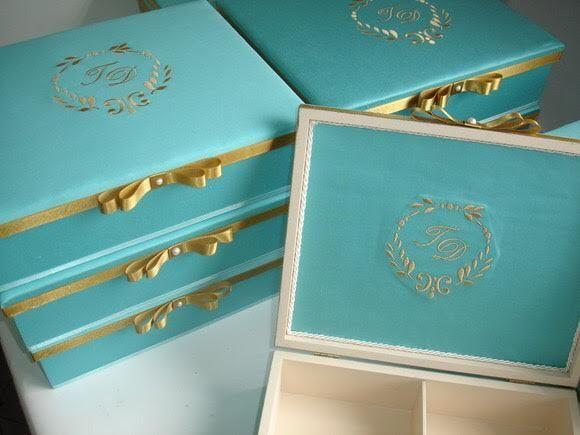 Caixas personalizadas elegantes, formadas a tecido, seda com/ sem bordado para convites de casamento ou para presentes.