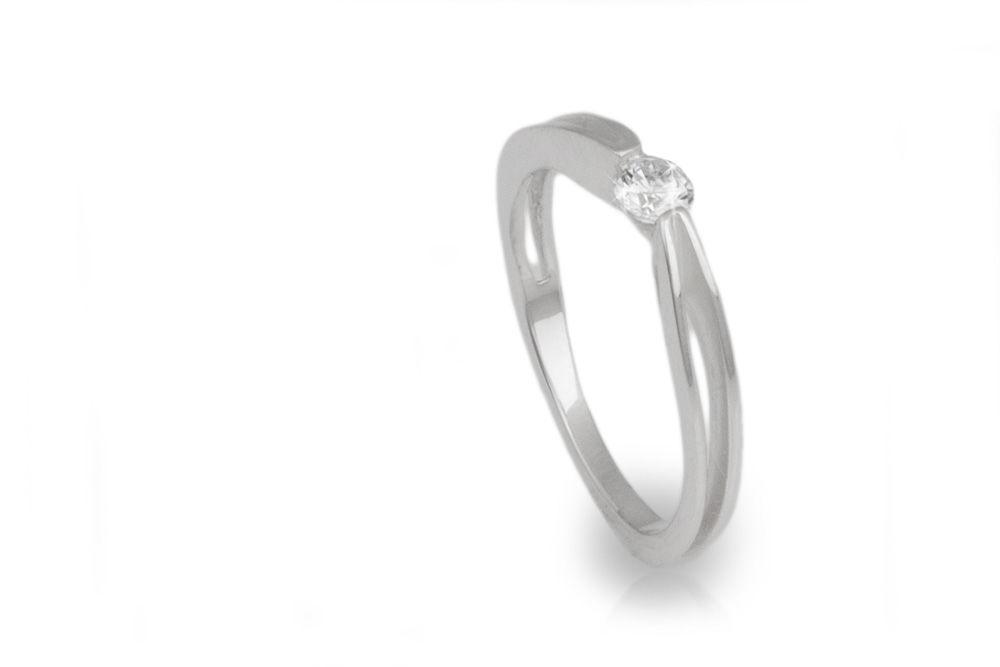 Solitario en oro blanco y diamante de .20ct