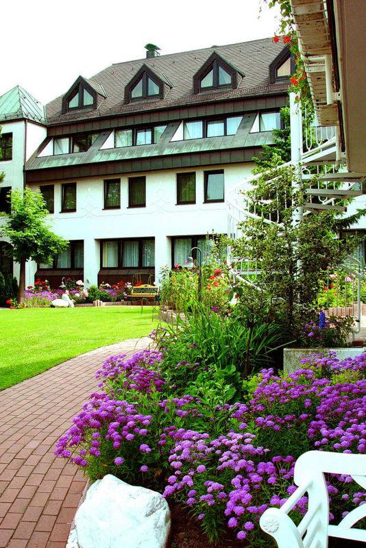 Beispiel: Außenansicht, Foto: Landhaus-Hotel Waitz.