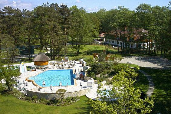 Beispiel: Außenschwimmbad, Foto: Travel Charme Bernstein Prerow.