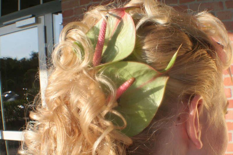 Beispiel: Brautschmuck für die Haare, Foto: Blumenwerkstatt - Dorothee Meyer.