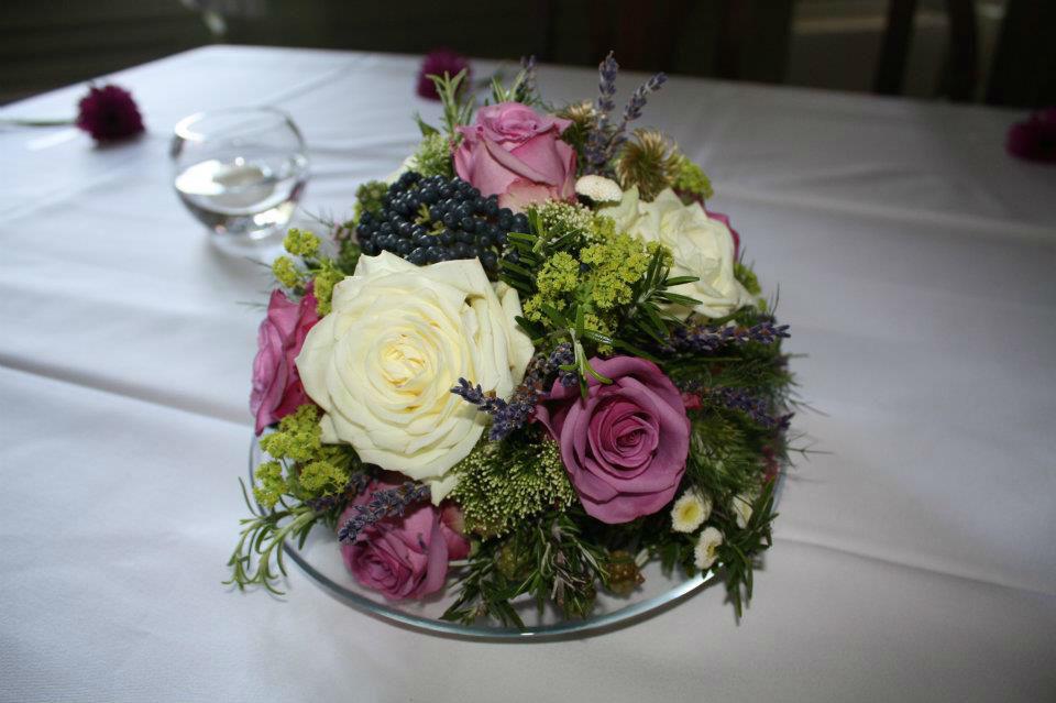 Beispiel: Tischgesteck, Foto: Achillea Dein Blumenladen.