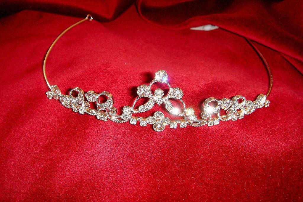 Beispiel: Wunderschöne Diademe, Foto: Der Brautladen Accessoires.