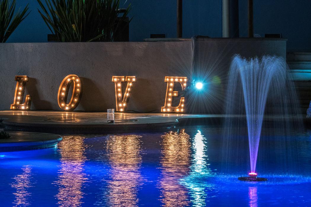 Letras LOVE con iluminación para impactar a tus invitados