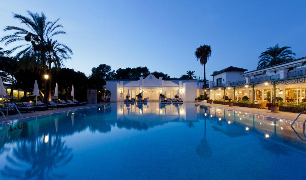 Atardecer piscina Hotel Los Monteros