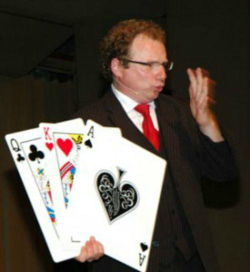 Zauberer und Bauchredner Peter Leonhard