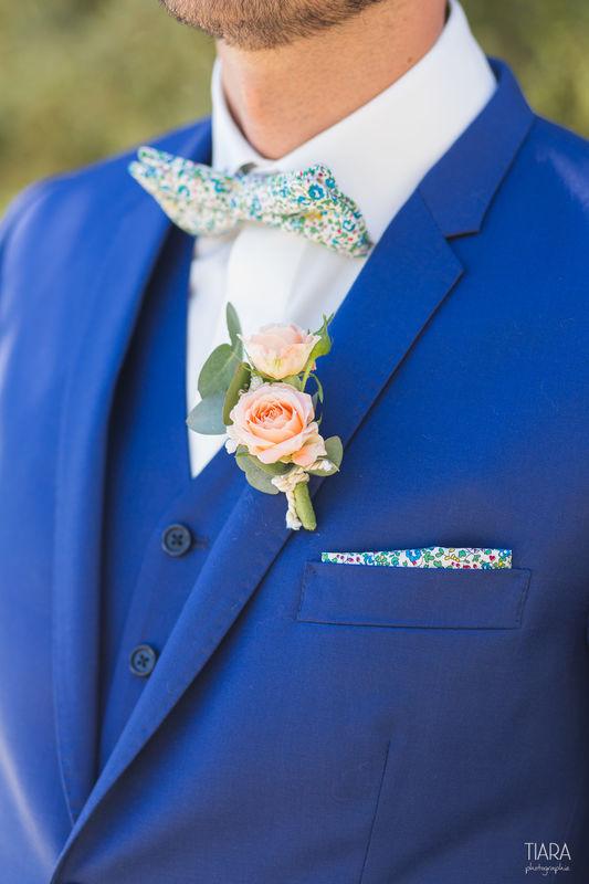 Veste et gilet bleu roi, Chemise blanche, et Nœud Pap' liberty. Réalisation : Sur Mon 31