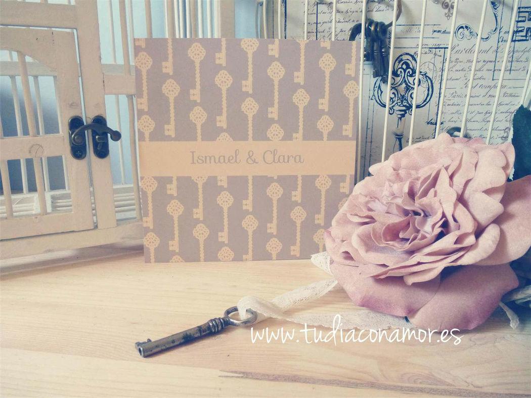 Invitación de boda vintage con llaves en colores retro