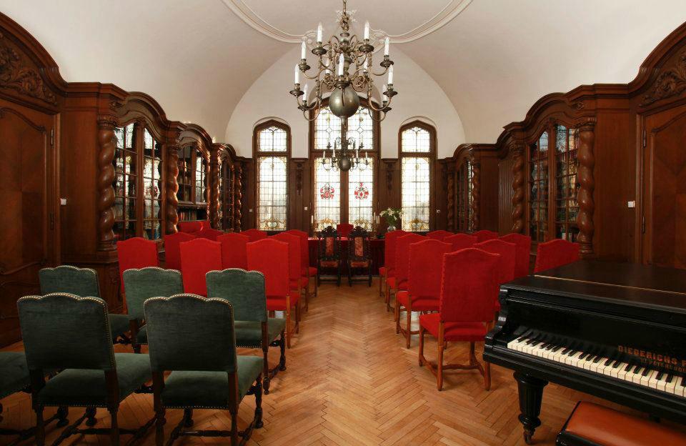 Beispiel: Trauzimmer Bibliothek, Foto: Schloss-Hotel Kittendorf.
