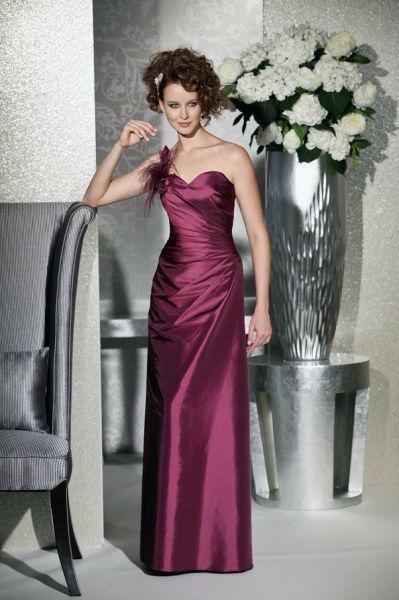 Beispiel: Abendrobe, Foto: Bea's Brautmode Festkleider.