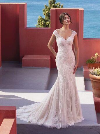 Amiga Bridal Store