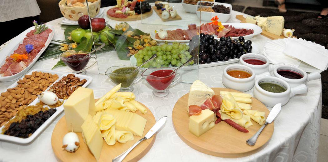Mesa de quesos y fiambres Foresta Hotel Lima San Isidro