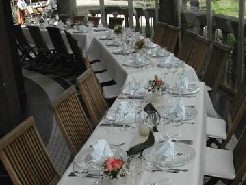 Beispiel: Hochzeitstafel Terrasse, Foto: Teehaus Weissenburgpark.