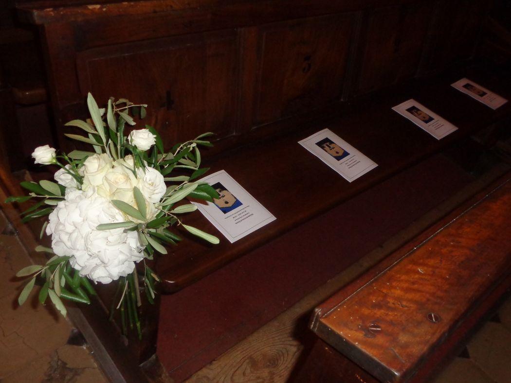 @ Agence Catherine Petitcuenot & Co Détail banc église - Mariage champêtre