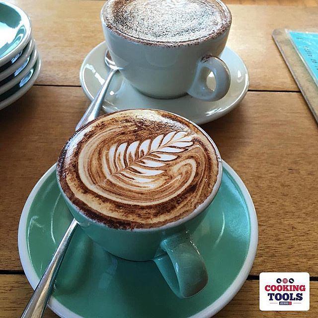Que tal este café  acompañado de un postre preparado por nuestro chef?