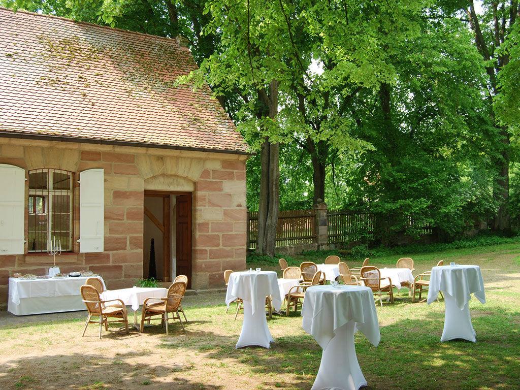 Beispiel: Schlossgarten - Empfang, Foto:  GenussRäume der SchulerGruppe - Schloss Dürrenmungenau.