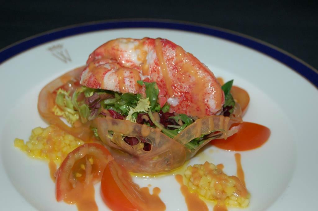 Ensalada de bogavante con vinagreta de mango y mahonesa de su coral