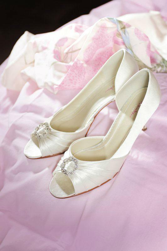 Beispiel: Schuhe für die Braut, Foto: Silhouette.