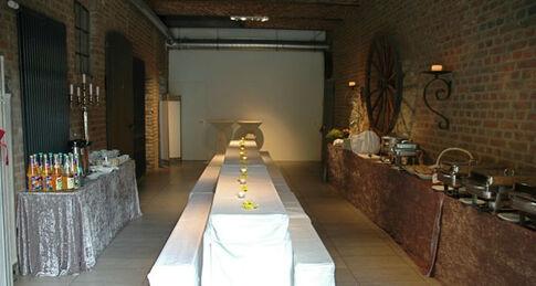 Beispiel: Raum im Hof - Tafel, Foto: Kastanienhof.