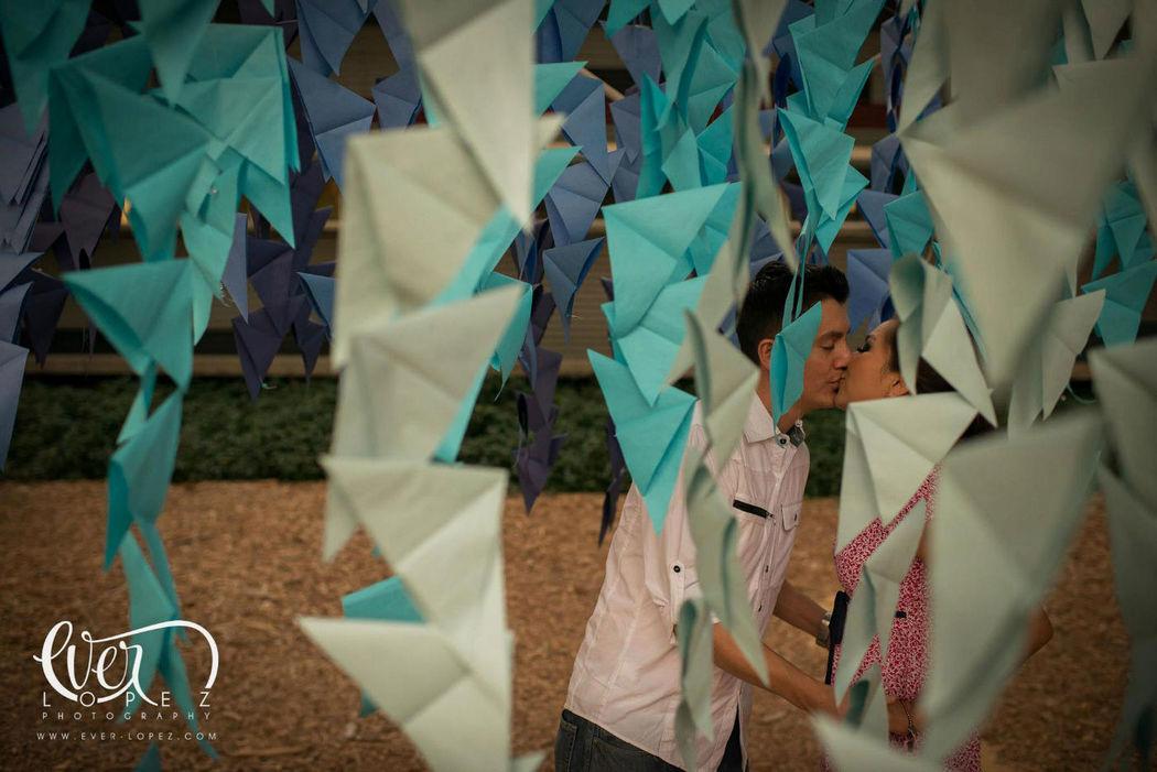 Fotos casuales de novios en Guadalajara Jalisco Mexico, locacion para fotos en Zapopan.  Fotografia de boda por fotografo profesional de bodas Ever Lopez