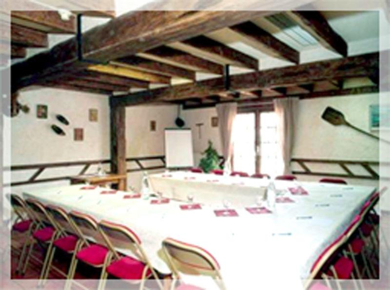 Salle Les Sarments Surface : 30 m2 Rez-de-chaussée